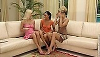 Sofa Threesome screenshot #1