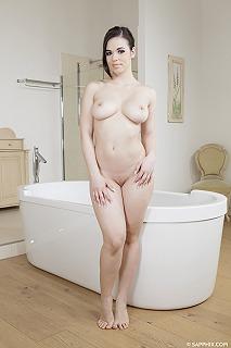 Bathtub bliss pic #1