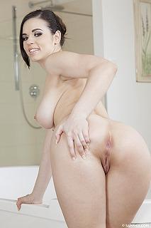 Bathtub bliss pic #3