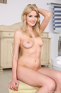 Blonde bath pic #4