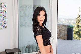 Nikki Fox pic #1