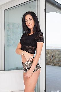 Nikki Fox pic #2