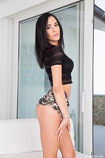 Nikki Fox pic #3